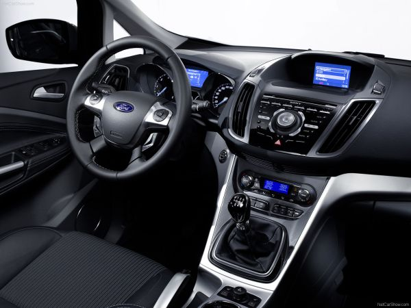 2015 ford c max an everyday commuting car with space and. Black Bedroom Furniture Sets. Home Design Ideas