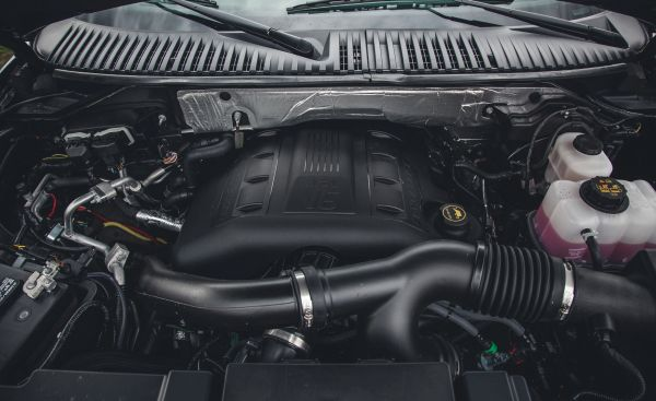 2015 Ford Expedition Platinum twin-turbocharged 3.5-liter V-6 engine