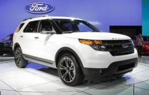2015 ford explorer a stocky suv offering great ride ford reviews. Black Bedroom Furniture Sets. Home Design Ideas