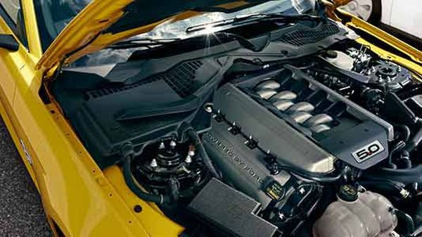 2015 - Ford Mustang GT Premium Fastback Engine