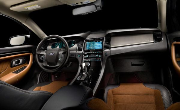 Ford Taurus SHO 2015  Interior