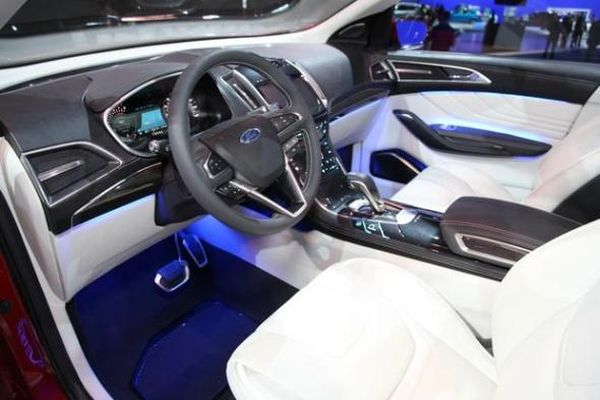 Ford Edge2016   Interior