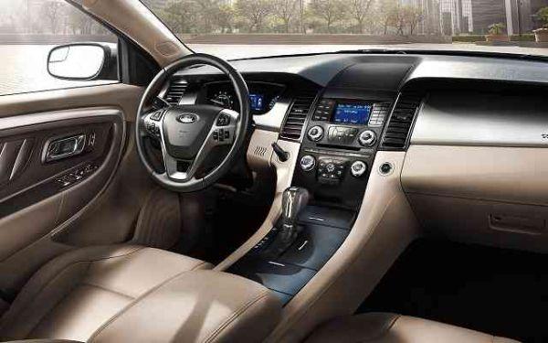 2017 - Ford Taurus Inteiror