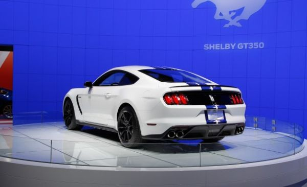Ford GT350 Shelby Mustang 2016 - Rear View