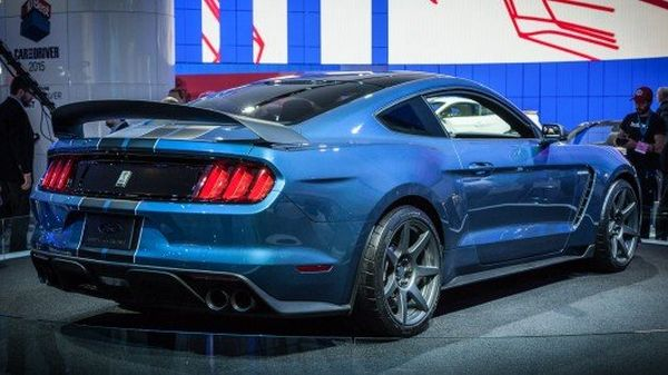 Ford Shelby GT350 2015 - Rear View