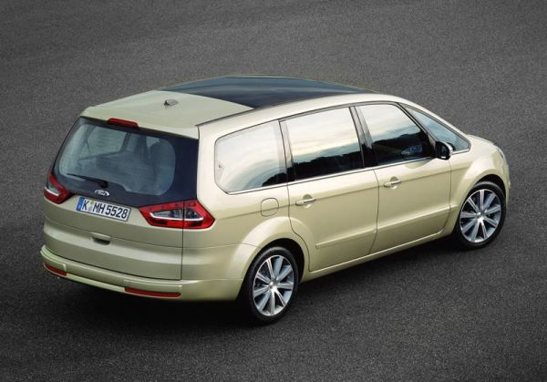 Rear View of 2015 Ford Galaxy