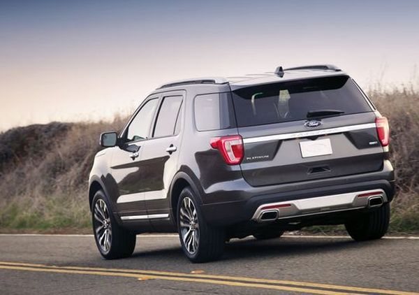 Rear View of 2016 Ford Explorer