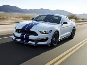 2016 Ford Mustang Shelby GT350 front view