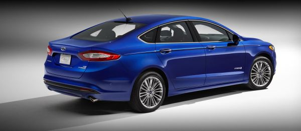 Side View of 2015 Ford Mondeo
